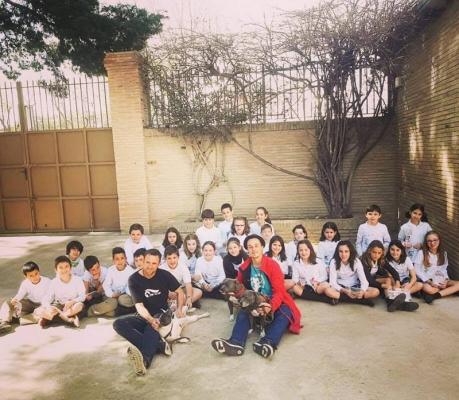 Ross y el equipo de Buixits imparten una charla en el colegio de Las Teresianas de Tortosa